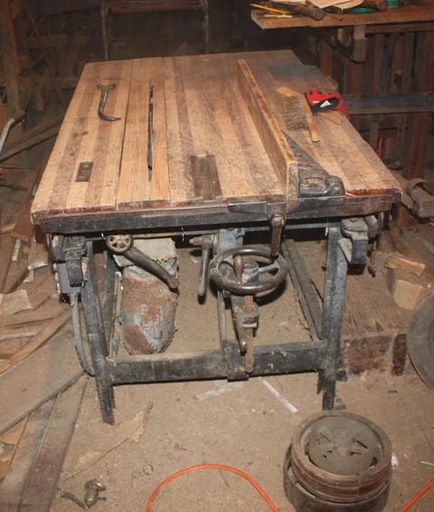 000-Table-Saw-1900-1920-with-Rip-Fence.jpg