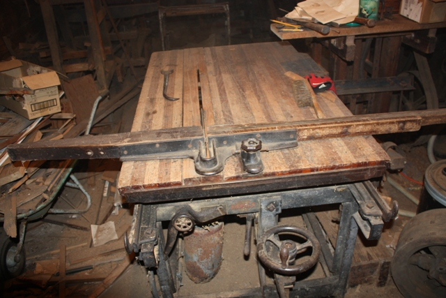 000-Table-Saw-in-cutoff-configuration-1900-1920